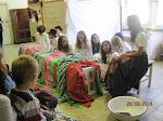 A Vadrózsák bábcsoport előadása