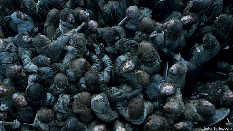 Jon escalando entre cuerpos