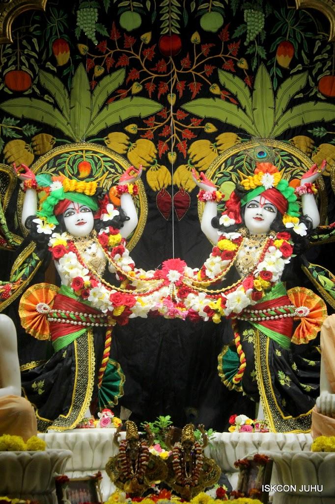 ISKCON Juhu Sringar Deity Darshan on 2nd July 2016 (42)