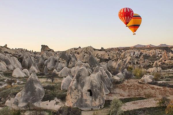 cappadocia%2520landscape%2520balloons
