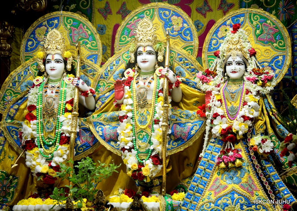 ISKCON Juhu Sringar Deity Darshan on 26th June 2016 (21)