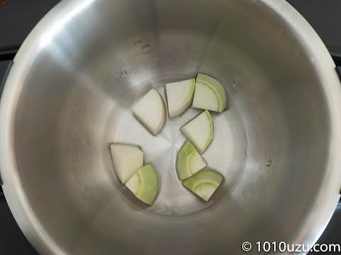 大根1.5 cm厚のいちょう切りにして75 mlの水を入れて手動3-2で15分