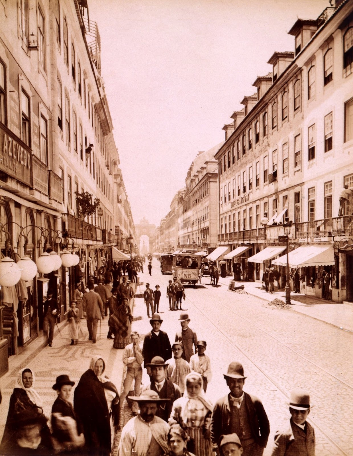 [1890-Rua-Augusta11]