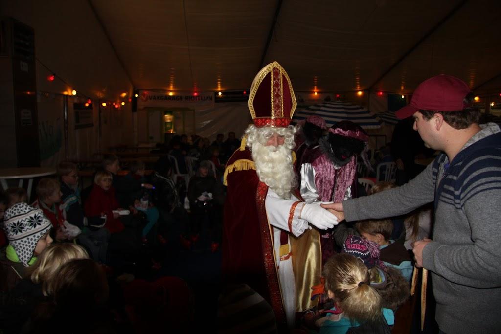 Sinterklaas bij de schaatsbaan - IMG_0428.JPG