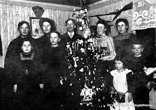 Photo: Grantorp 1912. Bakre raden: Ernfrid Ramstedt, Otilia Ramstedt, Erik Ramstedt,  ?,  Hildur Örn främst: ?,  ?, Maja och Sten Jansson. Omkring 1912-1914