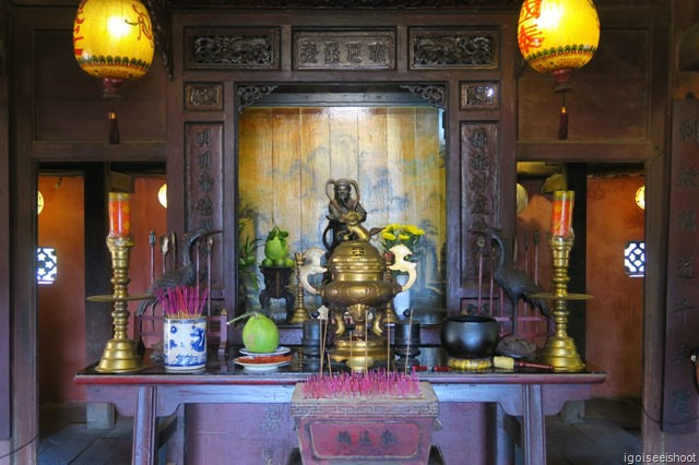Small temple in the centre of the bridge, dedicated to the Northern God Bac De Tran Vo.