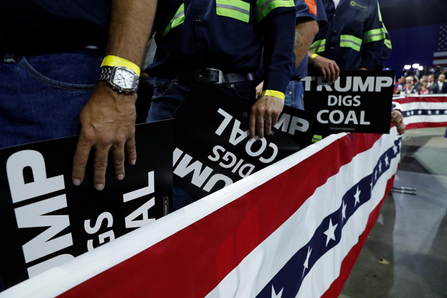 Coal miners listen to U.S. President Donald Trump at a Make America Great Again rally at the Civic Center in Charleston, West Virginia, U.S., 21 August 2018. Photo: Leah Millis / REUTERS