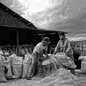 the farmers by Ayah Adit Qunyit - People Group/Corporate