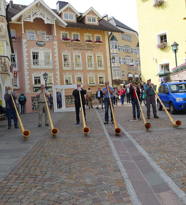 Horn pipers in Ortisei