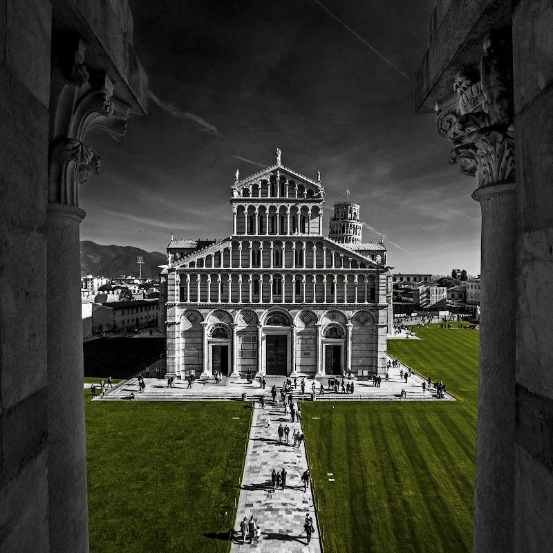 Piazza dei miracoli di Sebastiano Pieri