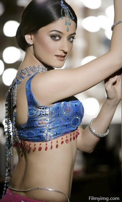 Mahhi Vij Photo