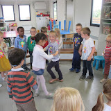 nog even dansen met juf Eline en juf Kelly