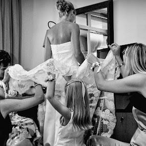 disdain and interest by Philippe Grosvald - Wedding Getting Ready ( torino, sposa, saint-raphael, wedding, golf, mariage, photo, photographie )