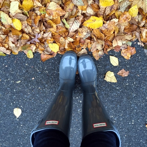 how to wear hunter boots, rainy day, mom style