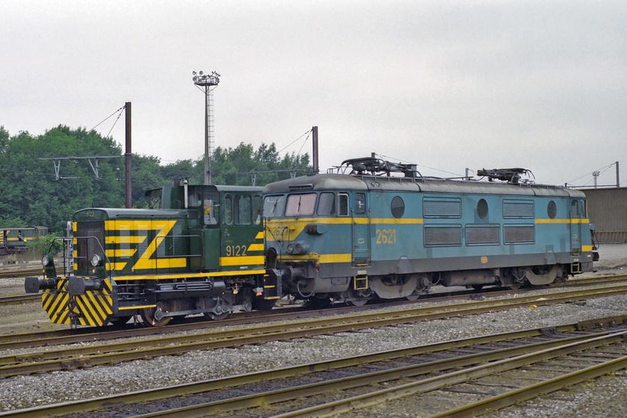 9122 samen met 2621 in Monceau 25 juni 1994 (foto Axel Vermeulen).jpg