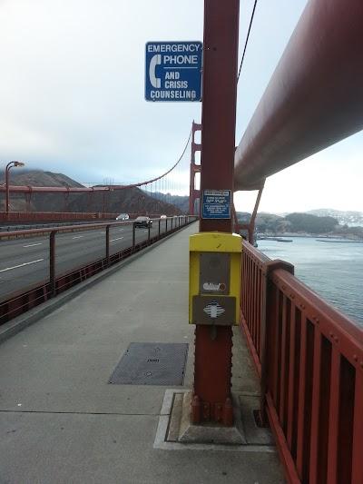 Телефон экстренной помощи на мосту Золотые Ворота