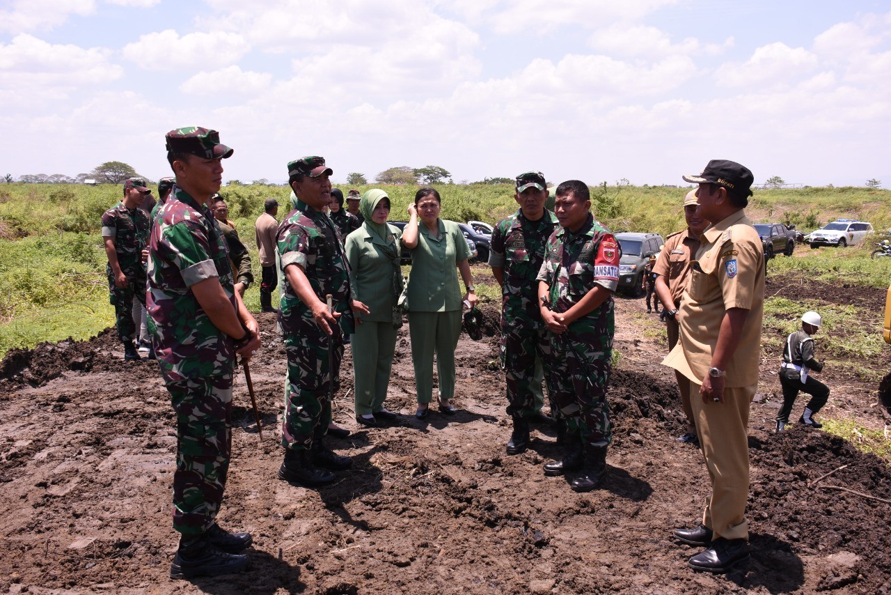Pangdam XIV Hasanuddin Didampingi Dandim 1423 Soppeng Kunjungi Lokasi Sasaran Program TMMD 106 di Kecamatan Marioriawa dan Donri-Donri