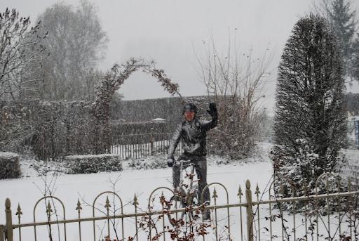 De papa komt thuis en het heeft een beetje gesneeuwd!