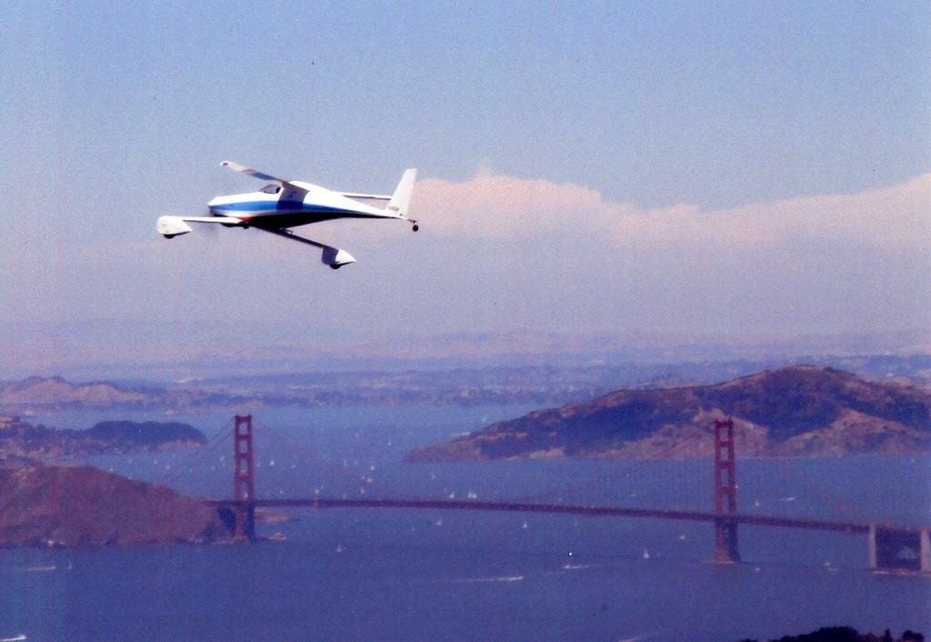 Flying in the Q200 over the Golden Gate Bridge