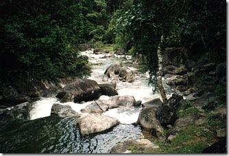 Jardim-das-Aguas-cachoeira-da-pousada