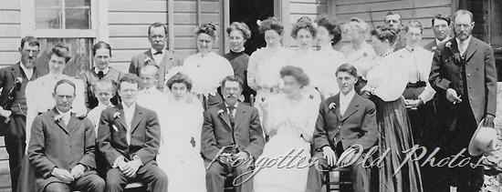 Wedding family Artura postcard DL ant