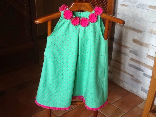 Vestido verde con fucsia