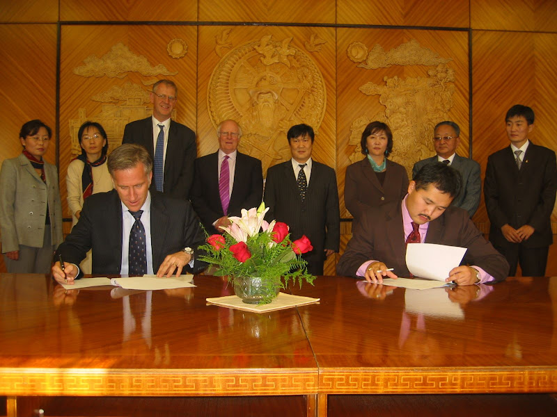 2006-Signing agreement on MASP October