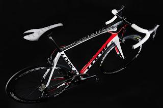 675-BLACK_WHITE-RED.jpg