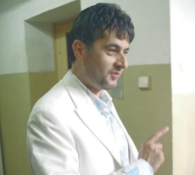 На какво миришат чаршафите на Евгени Минчев?