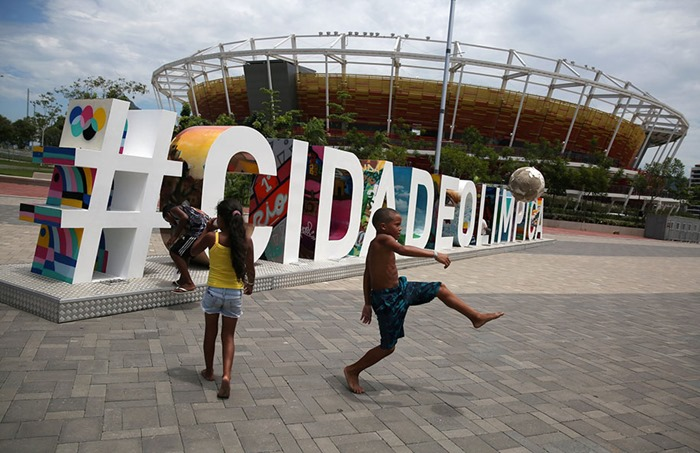 maracana-olympic-facilities-fall-apart-urban-decay-rio-2016-11