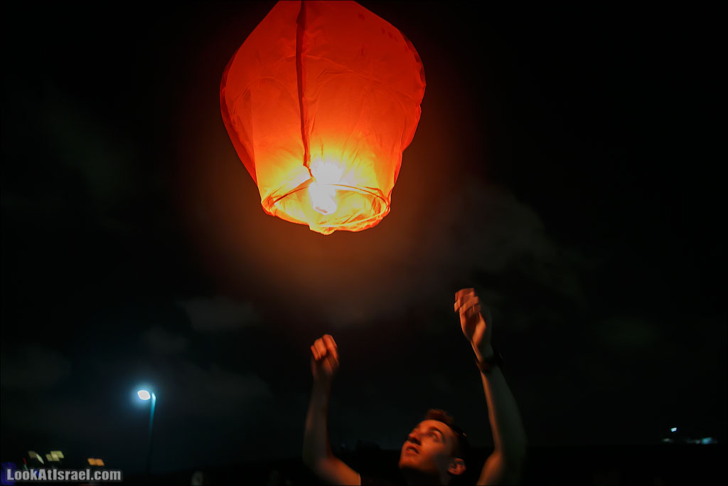 Летающие фонарики над Тель Авивом   LookAtIsrael.com - Фотографии Израиля и не только...