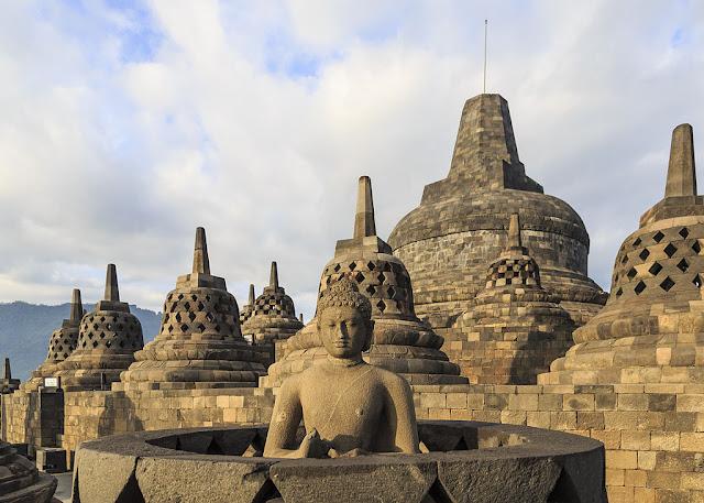 Candi Borobudur: Candi Buddha Terbesar di Dunia