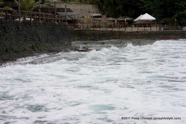 The very strong waves of Balayan Bay