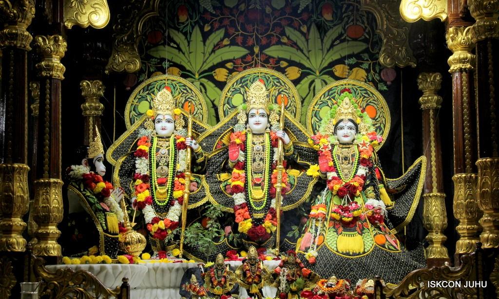 ISKCON Juhu Sringar Deity Darshan on 31st Dec 2016 (20)