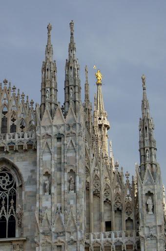 Catedral de Milán coronada por la Maddonina