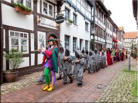 Representación teatral del cuento por las calles de Hameln