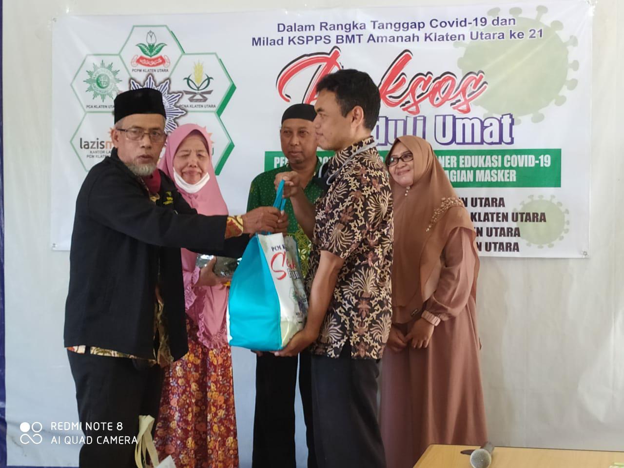 PCM Klaten Utara Berikan Bantuan Paket Sembako Bagi Warga Terdampak Covid-19