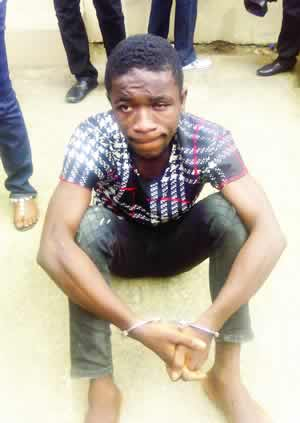 Man Fights Armed Robber For Stealing Girlfriend's Phone, Collects Gun (Photo)