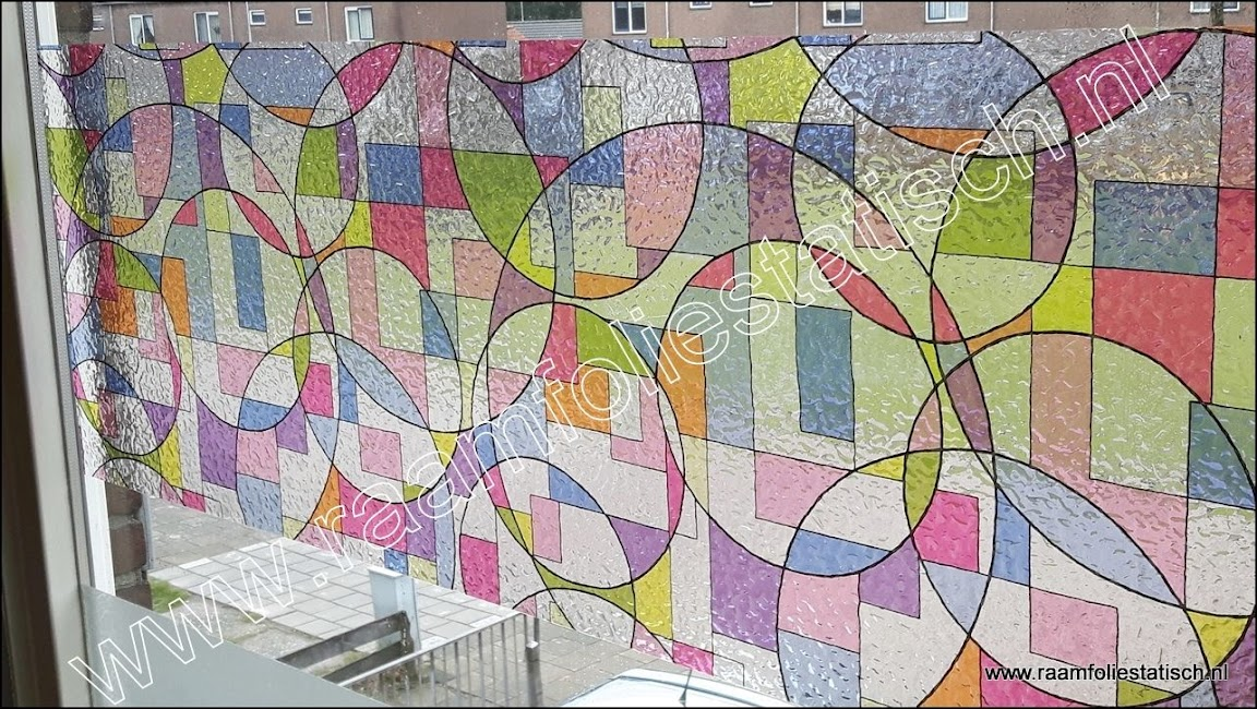 raamfolie voorbeelden: statische raamfolie picaso kleuren