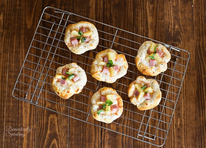 Hawaiian-Pizza-Bites-with-Pineapple-and-Ham-the-perfect-party-appetizer-4