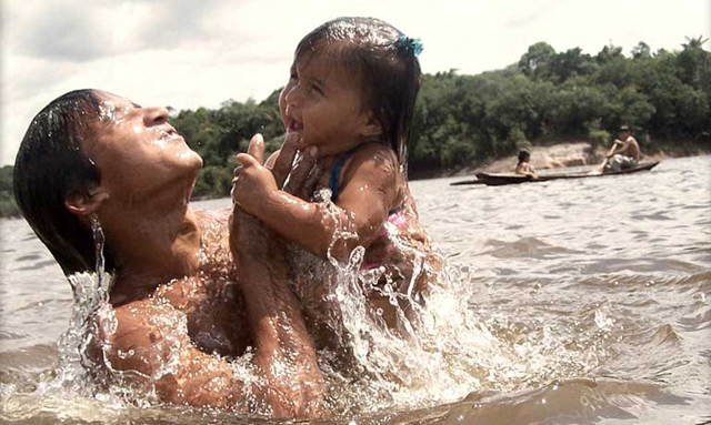 An indigenous mother and child enjoy an Amazon river. The establishment of the Indigenous Territory of Turubaxi-Téa, covering 1.2 million hectares along the Middle Negro River in Amazonas state, is a major victory for indigenous groups in Brazil, at a time when many government decisions have gone against their ancestral land rights. Photo: Zanini H. / Visual Hunt