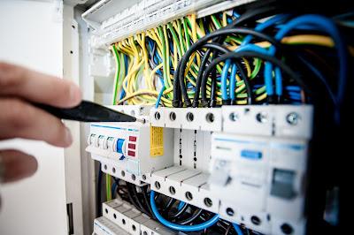 Naprawa instalacji elektrycznych