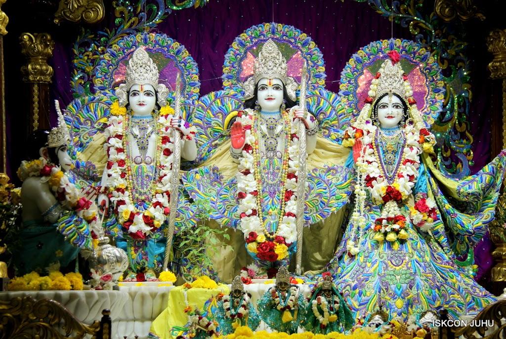 ISKCON Juhu Sringar Deity Darshan on 28th April 2016 (22)