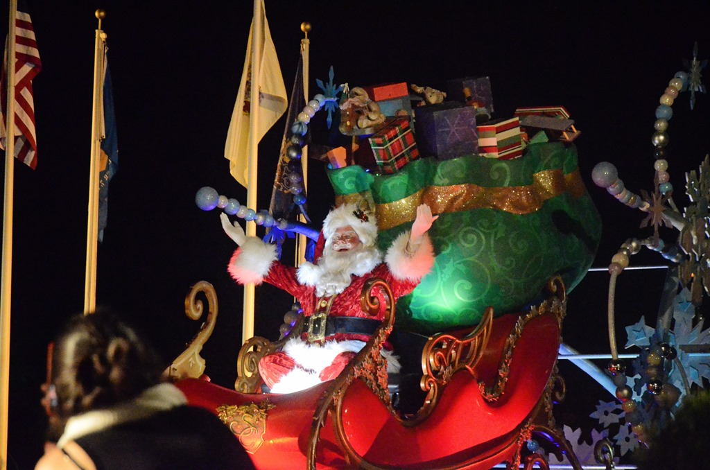 [Santa+parade+at+disney%5B7%5D]