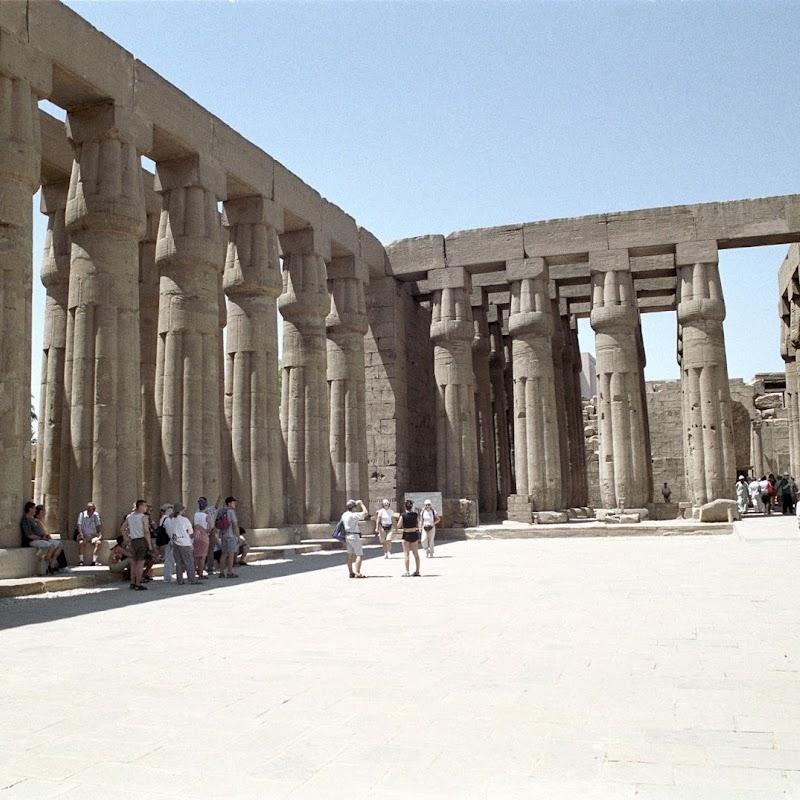Luxor_11 Luxor Temple Pillars.jpg