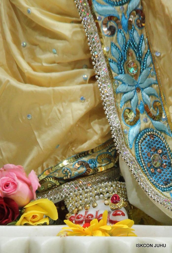 ISKCON Juhu Sringar Deity Darshan on 30th Dec 2016 (35)