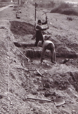 Easter '84 - Digging the foundations for the Toller building at Totnes - Photo:  Peter Treglown (B119)