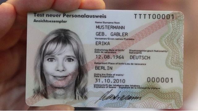 ¿Por qué los alemanes están calentando en el microondas sus tarjetas de identidad?