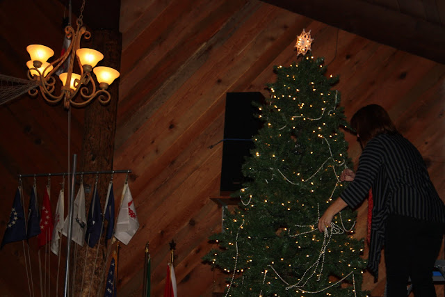 2009 Clubhouse Christmas Decorating Party - IMG_2590.JPG
