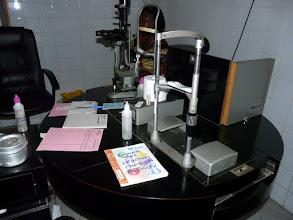 Photo: envoyées par le CTM, ces tables d'ophtalmologie sont un don de deux spécialistes de Bayeux